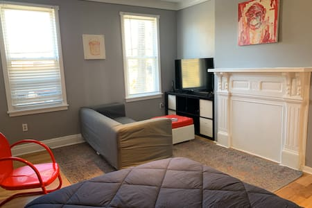 Cozy Apartment in Historic Troy Hill - 1 Bedroom