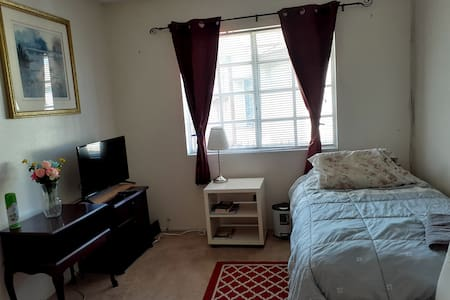 Townhouse room nice gated community