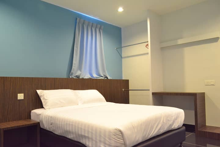 SPACE 2 ( 1 Queen Bed+Private Bath Room)
