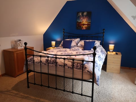 The Blue House, 3 ensuite rooms, Central Stornoway