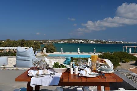 3 bedroom beach villa, share pool - Santa Maria - วิลล่า