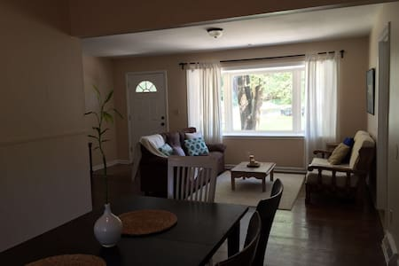 Renovated House Ready for Guests! - Kansas City - House