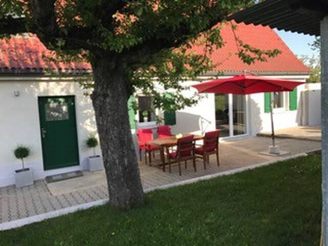 Haus in idyllischer Landschaft - Messe 16 km