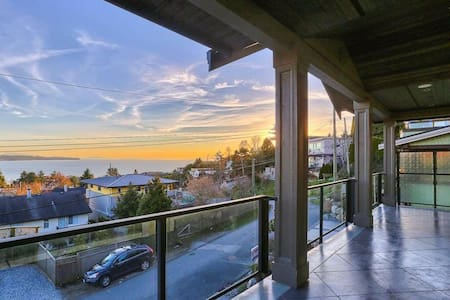 Private 800sf Suite w/Parking, walk to Beach &more - White Rock - House