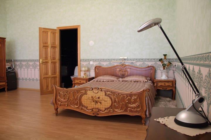 Ниче так комната в ниче так особнячке - Gelendzhik - Dům