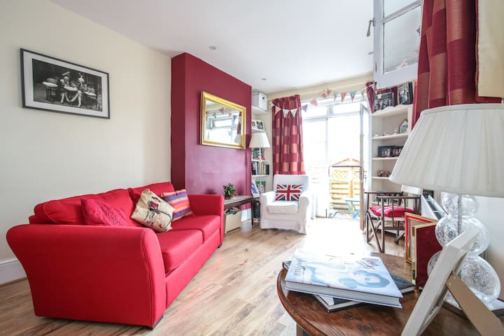 East London Cosy Apartment with Garden