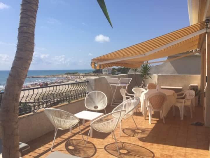 Atico  terrasse vue mer 180° 1ère ligne plage Wifi
