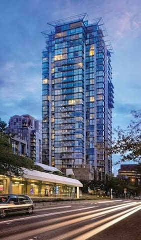 1 Bedroom condo, Vancouver BC- Clean, great view