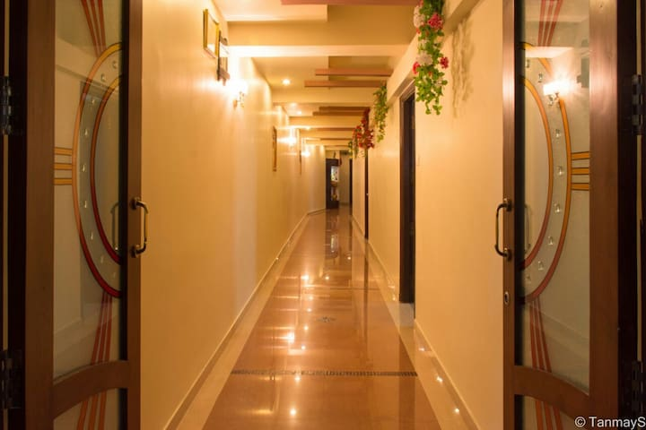 VORA CORPORATE INN (1 std ac room)