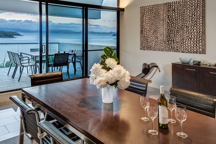 Waves 3 Luxury Ocean Views Central Location Buggy
