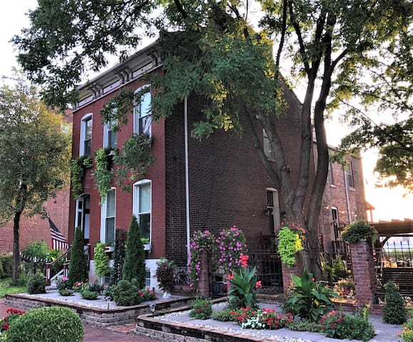 Guesthouse by Soulard & Steps from Busch Stadium