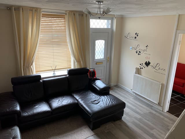 2 bedroom mid terrace house in Aberdare
