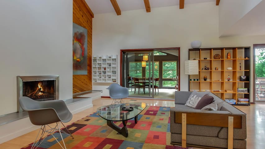 Secluded Stylish Home w/ Modern Furnishings in Saugatuck - Serenity