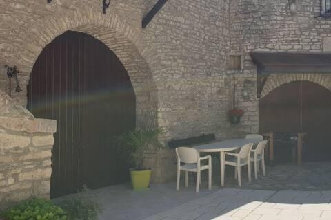 Maison de hameau au pied des vignes