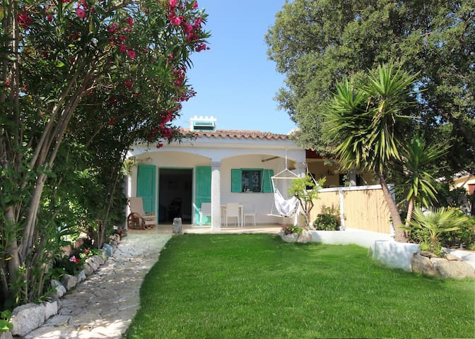 Beautiful House with garden near sea - La Caletta - Huis