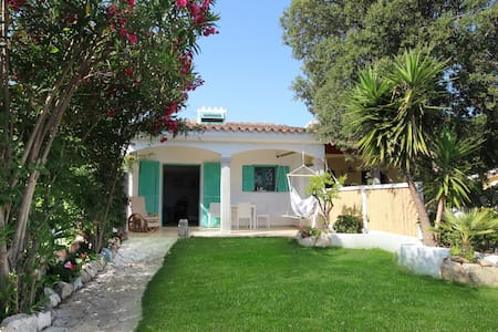 Beautiful House with garden near sea - La Caletta