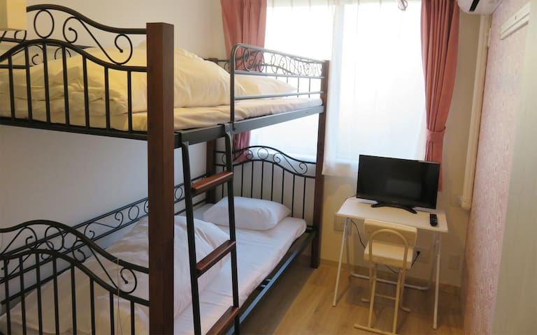 Near Shinjuku and Shibuya! Free Wi-fi Bunk bed