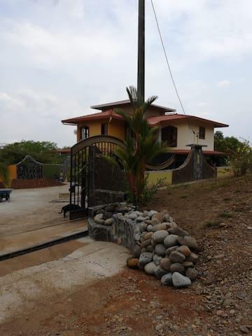 """Casa """"El Amanecer"""""""