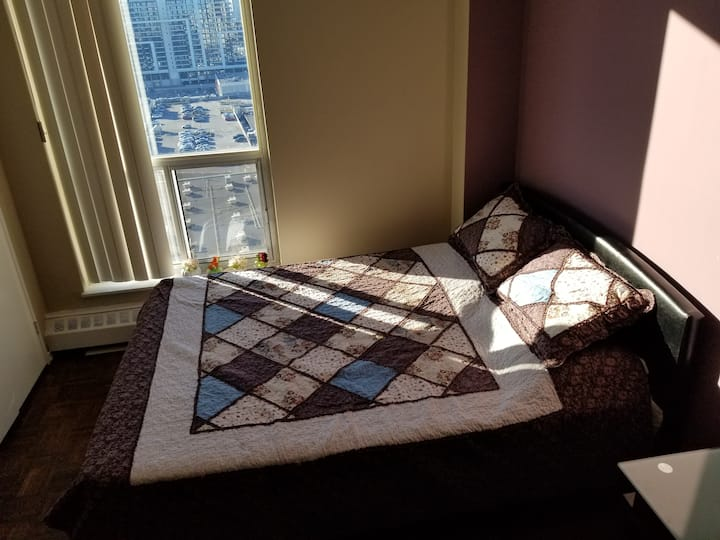 Bright and quiet  bedroom on Bayview Village