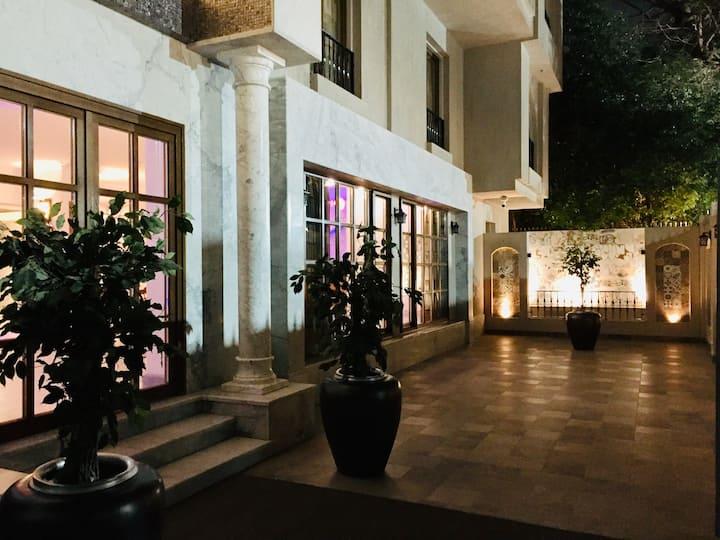 Villa Arabesque - The Orange Studio with balcony