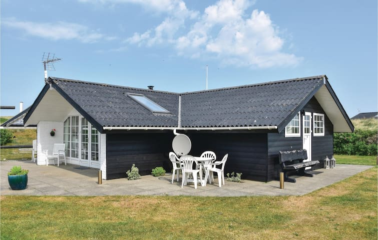 Holiday cottage with 2 bedrooms on 66m² in Ringkøbing