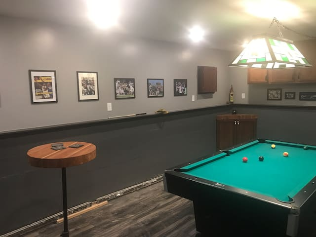 GAME ROOM PLUS GREAT LOCATION!