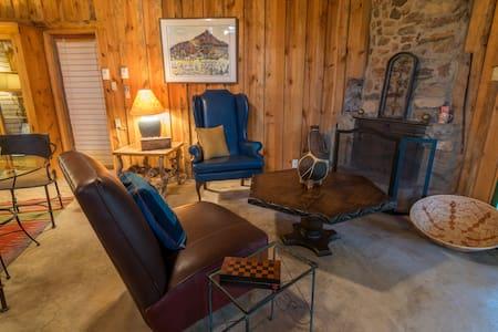 Aravaipa Canyon Retreat - Winkelman - 家庭式旅館