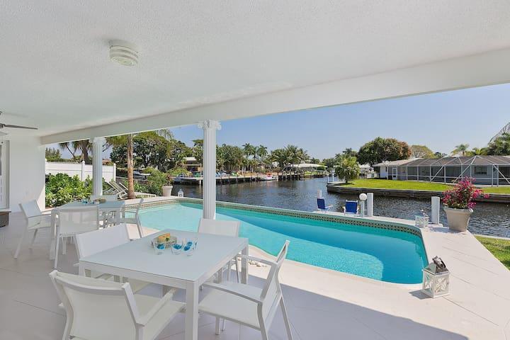 Aqua Vista - Top modern waterfront home w/pool
