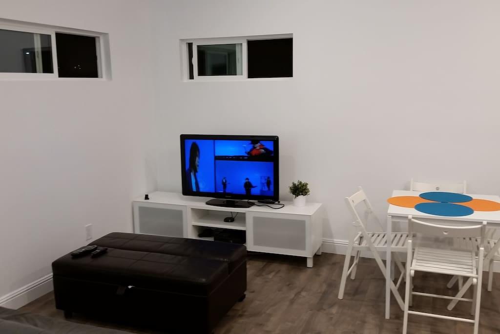TV set, Roku, XBox 360, coffee table