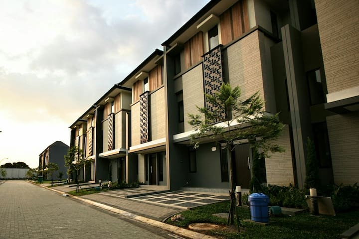 Oliver's Guest House - bsd tangerang - House