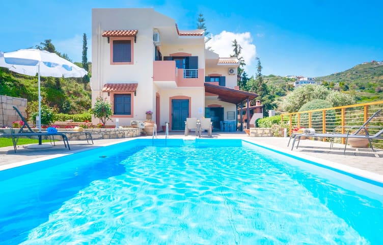 Beach Villa Lygaria with private pool and basketball court
