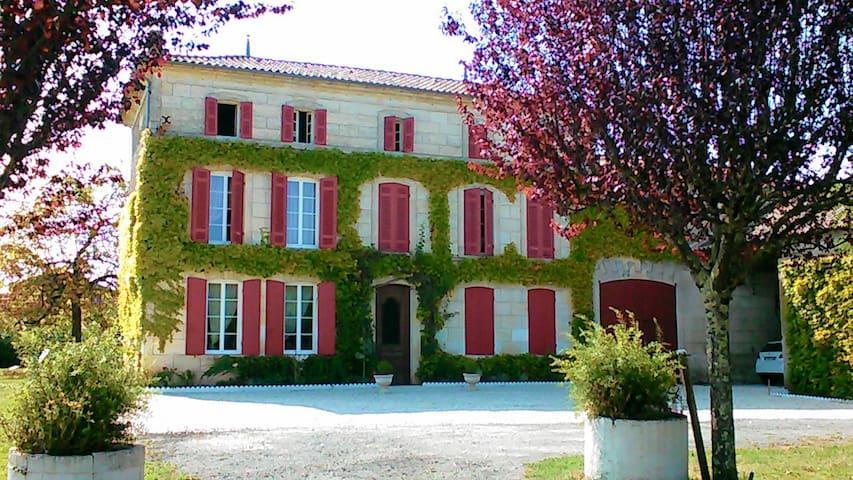 CHAMBRE 4/5 DANS MAISON DE CHARME - Rouffignac - House