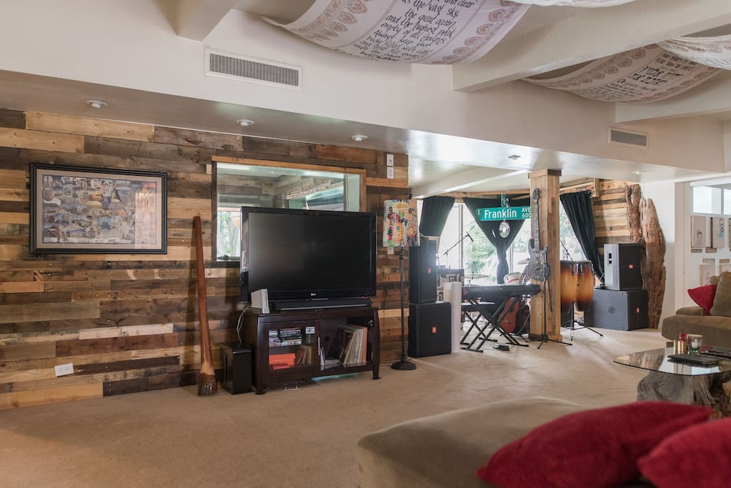 Music studio, stage, audience and living room @6th&FRANKLIN