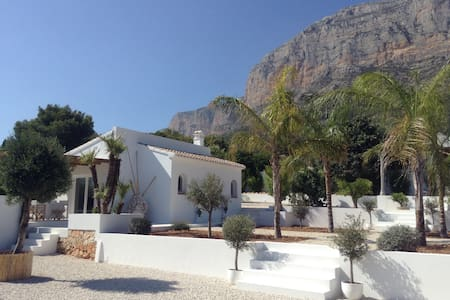 An oasis of tranquillity on the Montgo in Javea - Xàbia - Zomerhuis/Cottage