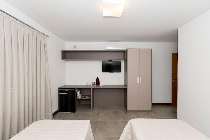 A suite e sem sacada e sem vista para o mar