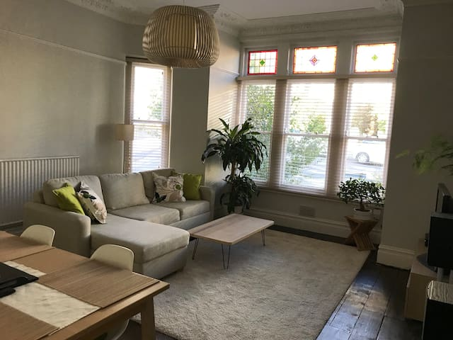 Light/Airy room in victorian house!