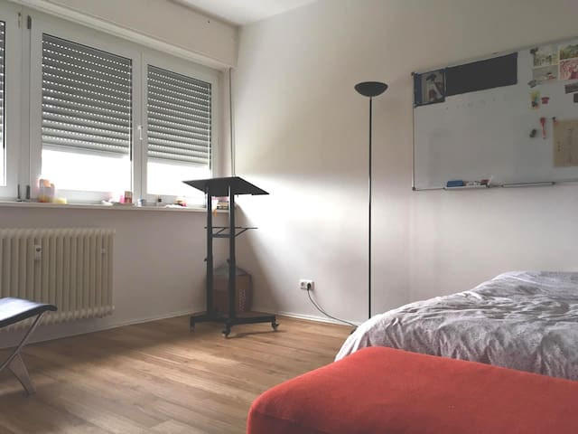 Simple and Cheap cozy apartment in Neukölln!