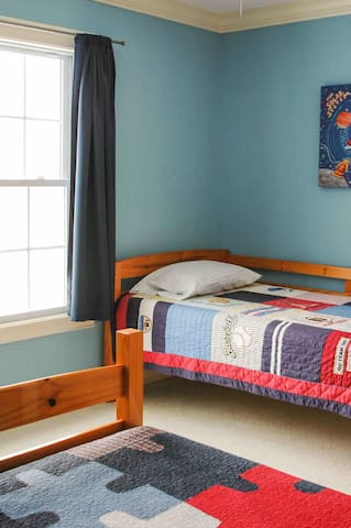 Boys room Full bed Twin bed