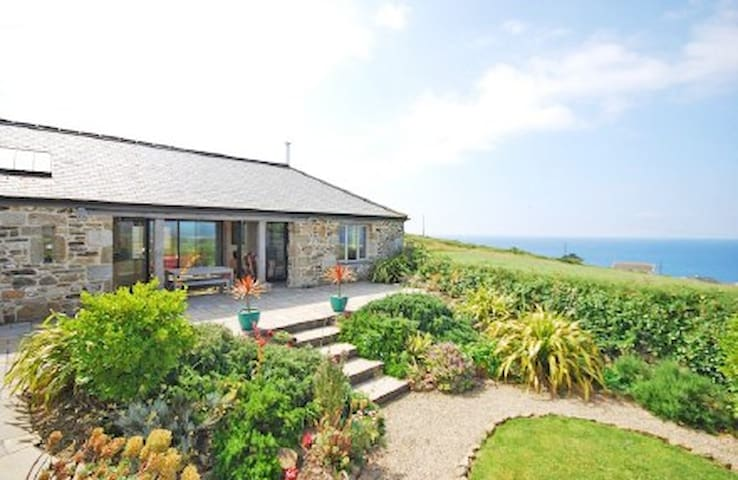 Stunning Old Carthouse with seaview