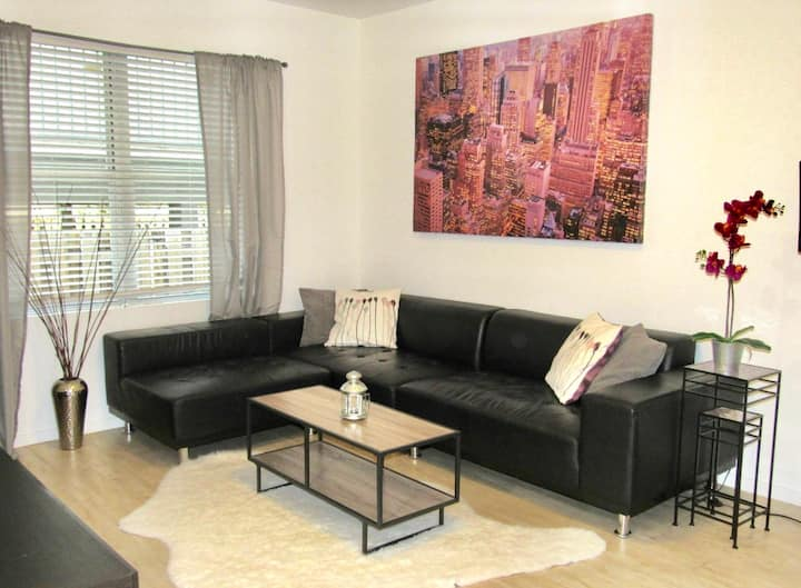 Stay in the Center of SOBE! Modern 1/1