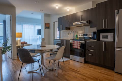 """Stylish® 2BR Condo """"SECLUDED LUXURY"""" near Old Port"""