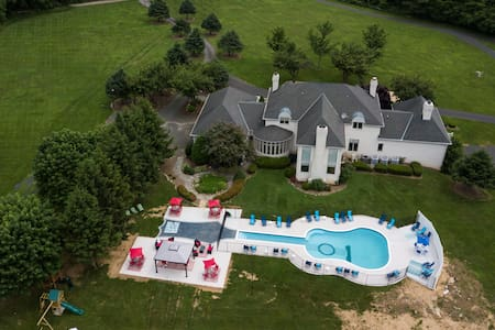 Private10,000s/f Mansion Guitar Pool/hot tub14acre