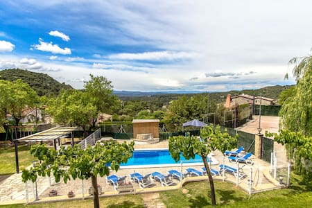 Catalunya Casas: Villa Rellinars in the heart of the lovely Catalan countryside!