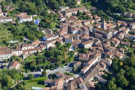 La Vieille Maison Rose, B&B in a beautiful village