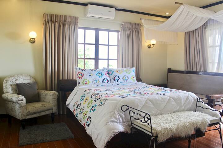 Room 1 w/ Balcony-Tagaytay Taal Lake/Mountain view