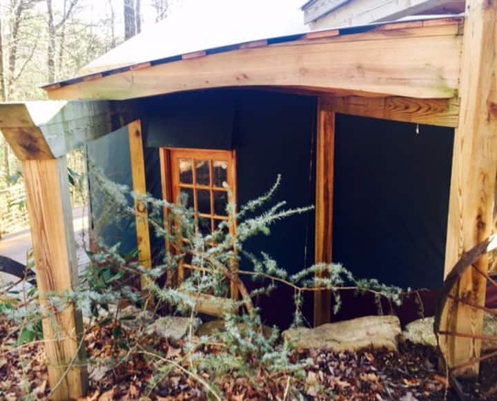 Three-story Blue Ridge Yurt getaway