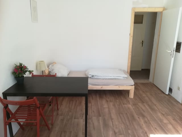 Lovely & price-efficient Twin-bedroom in Roßwein!