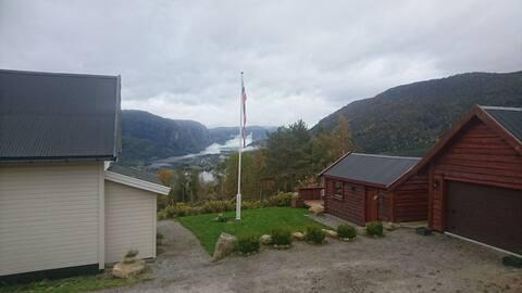 Feriehus i Brokke, flott utsikt over Setesdalen!