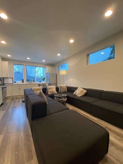 »Spacious & Private Modern Townhome West Seattle«