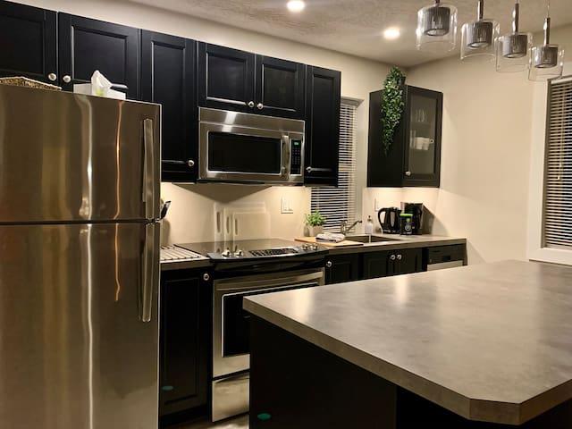 2 BR Suite - In Town- Modern Comfort